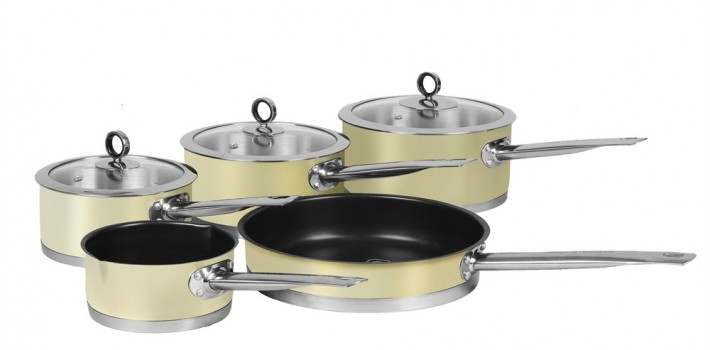 Choosing the best saucepan sets online.