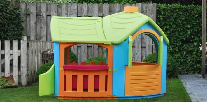 Five Reasons Why You Should Have a Playhouse for Your Kids